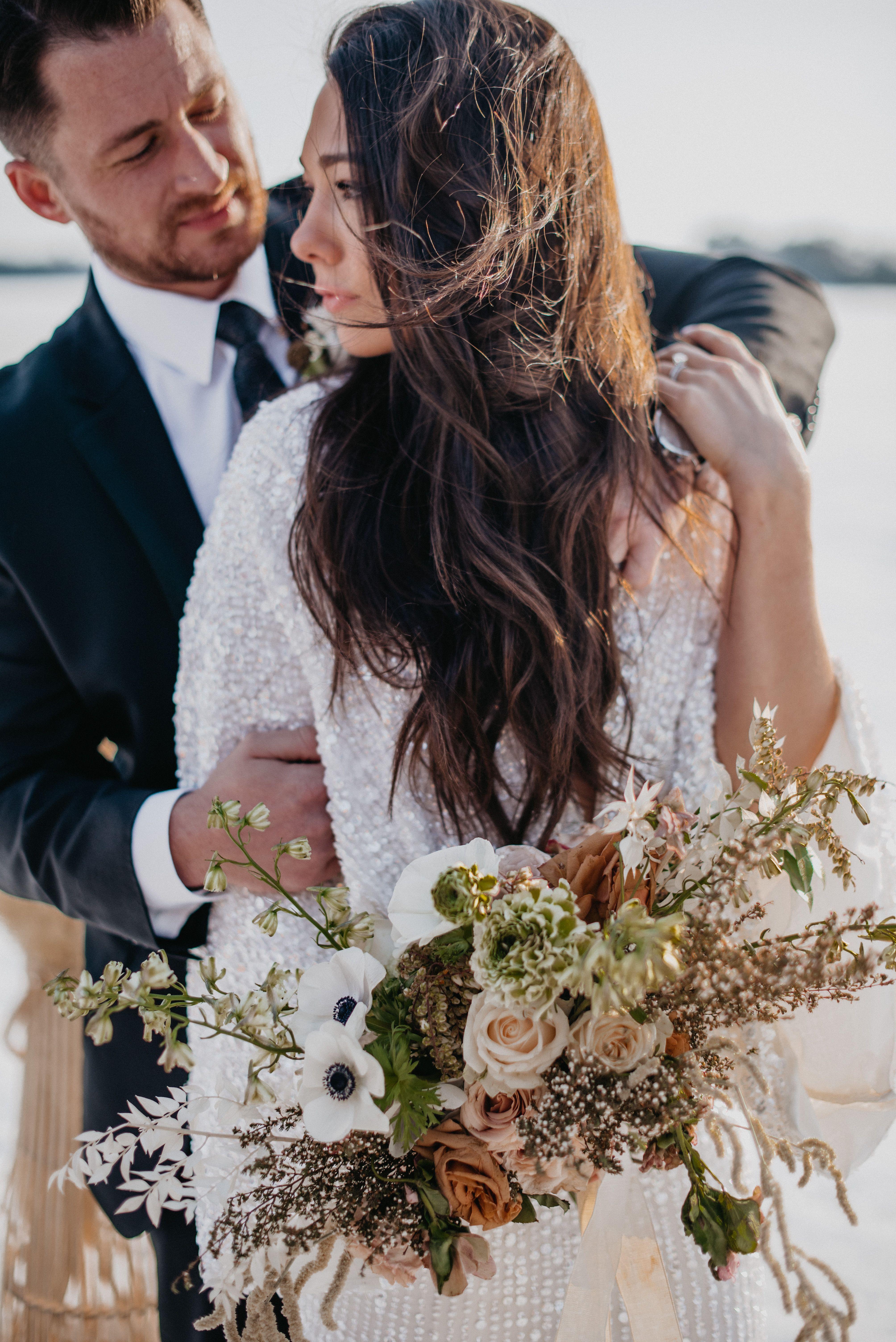 Photo of Lago congelado Elopement de invierno Fotos Boda Inspiración floral Inspiración de traje de boda de invierno