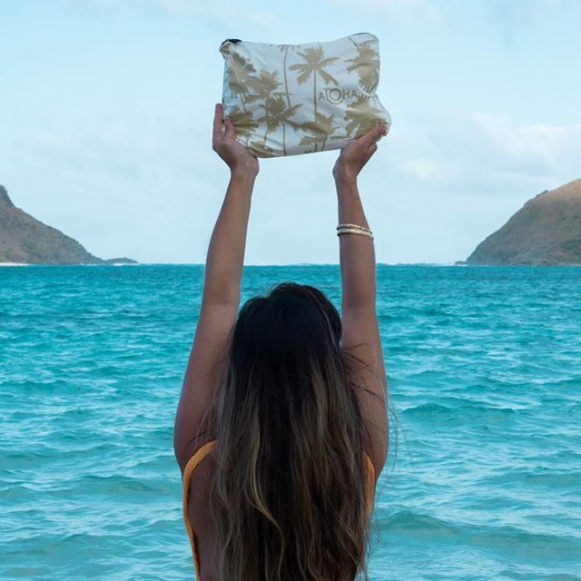 PC: @alohacollection 🤙🏼🌺🌴 Find us between the Mokes 💙 ⠀ ⠀ #travellightwithus #alohacollection #splashproof⠀ 🔥🔥🔥Hawaii Luau Company- Hawaii's Premiere Corporate Event, Luau, Wedding and Entertainment Company.  www.hawaiiluaucompany.com  #hawaiiluaucompany#huakailuau #huakai #napilicoast🌺 #kauaiisland #kauaibeaches #kauaiphotography #napili #princeville #snorkelhawaii #kauai #kauaibound #hawaiilove #kauaiweddingplanner #kauaievents #hawaiibuilt #kauaiielopment #hawaiiivibes #kauailuau