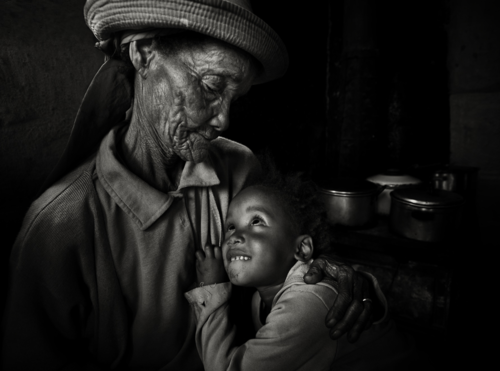 Caring Arms by Andre du Plessis. Fabulous image