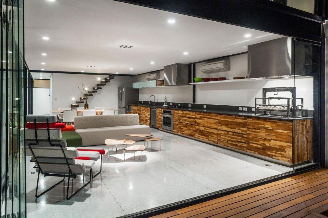 Diseño de casa larga y angosta, ambientes interiores lucen amplios a ...
