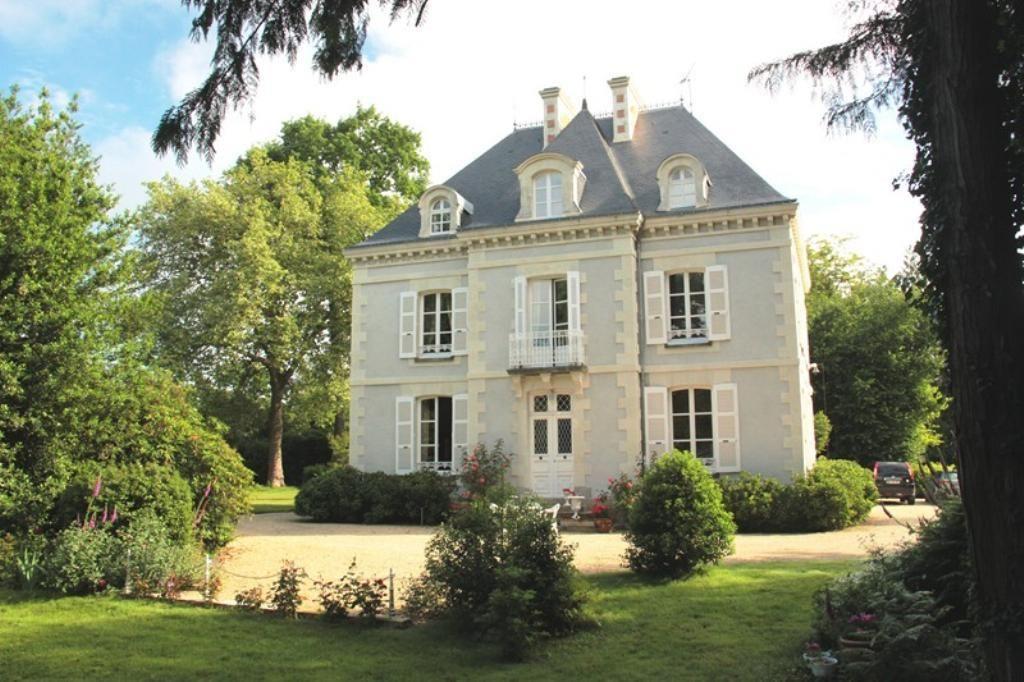 Maison de ma tre prestige chateaubriant architecture for Small chateau
