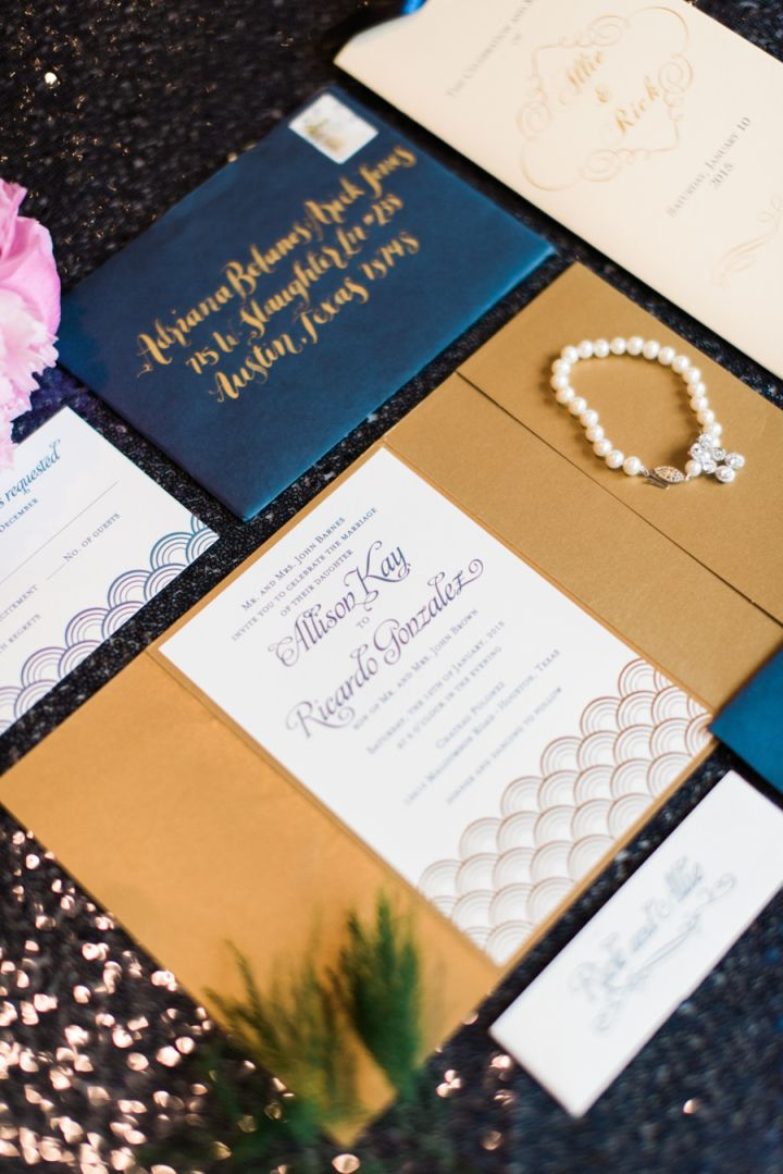 Navy blue and gold wedding color ideas | Glamour wedding #weddingideas #glamwedding #navyblueandgold #weddingcolors #goldwedding #weddinginspiration #darkbluewedding #weddinginvitation