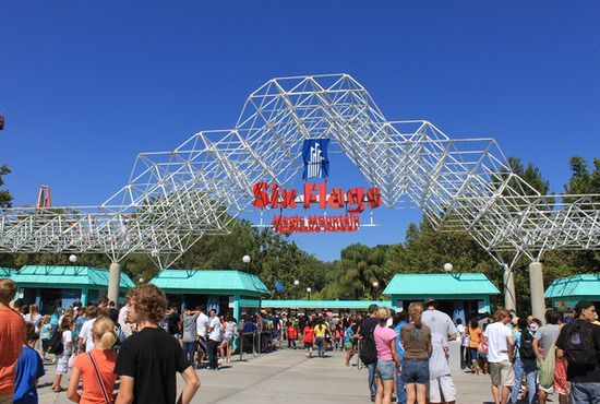 Six Flags Magic Mountain Fun Places To Go Best Amusement Parks Los Angeles