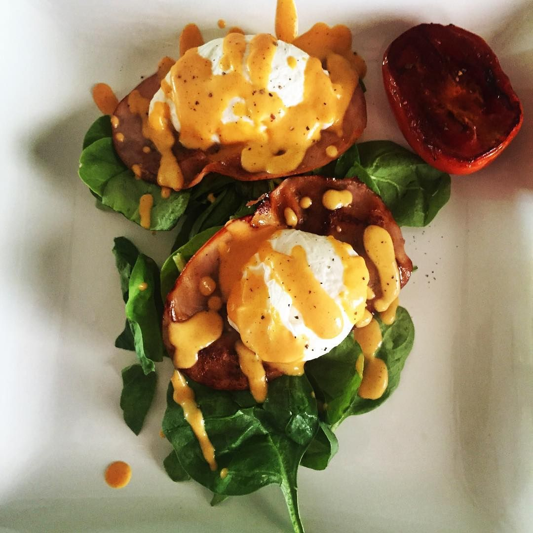Since I'm on a breakfast roll here... The other day we puréed some pumpkin for dinner and it was so creamy and rich we decided to turn it into an eggless and butterless hollandaise sauce! Boom: eggs Bennie with pumpkin hollandaise. #delicious #yummy #eggsbennie #drparkinsonipresume #mrscptkangaroo #breakfastlikeaboss
