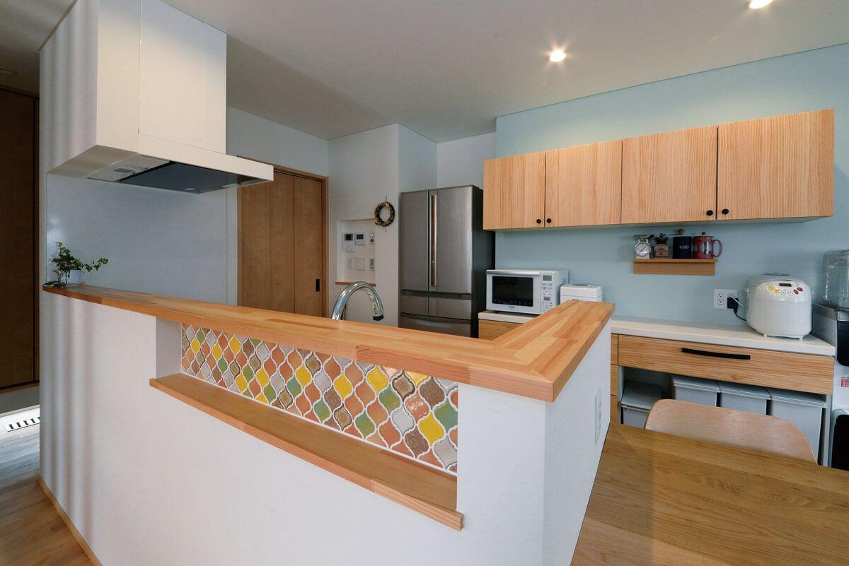 タイルの色や貼り方で キッチンを自分流にアレンジ リビング
