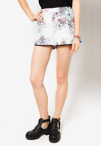 Php 1,350.00 Get that boyish look while still looking adorable with these Geometric Floral Print Shorts from Lola Skye. These shorts feature contrasting pastel coloured prints with trim detail, perfect for an urban city girl.