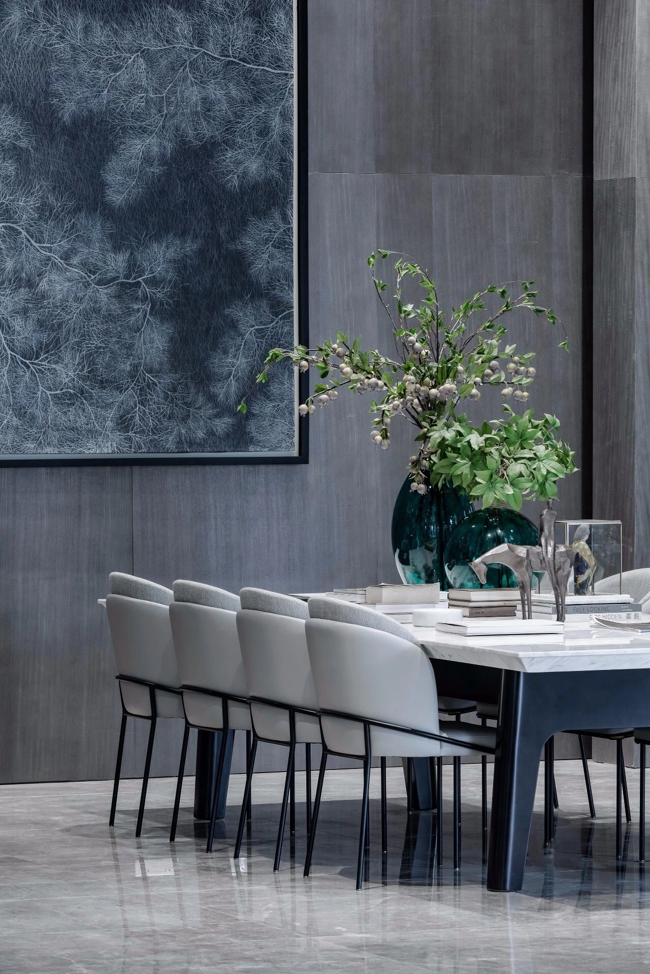 Dining Room Design Ideas While There Is No Extra Lighting On The Table The Brighter Color Gives The Minimalist Dining Room Luxury Dining Room Luxury Dining