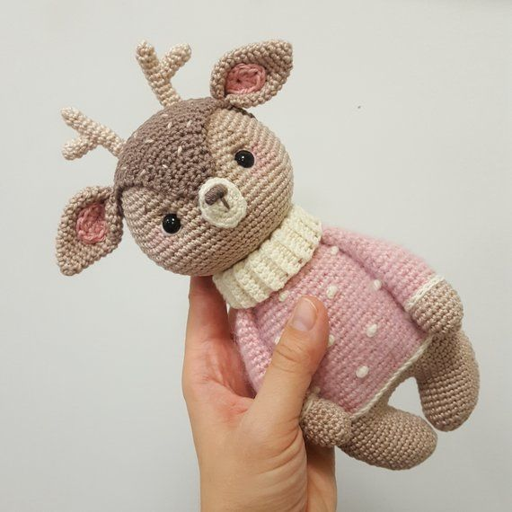 Amigurumi crochet pattern Carlotta the fawn PDF Download (German/English/Spanish) #spanishthings