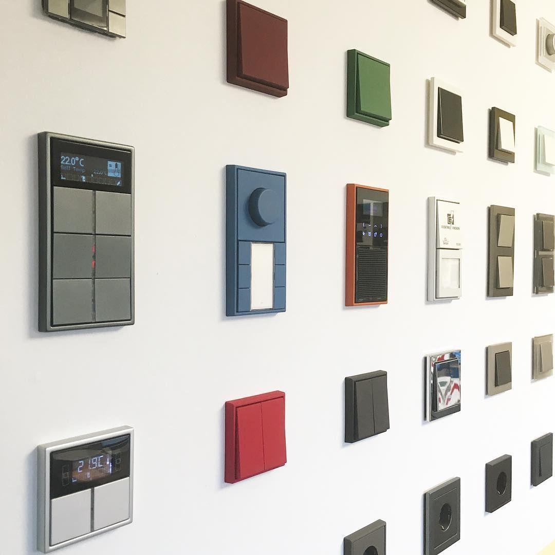 elektroenders smarthome handwerk jung knx musterwand lecorbusier led sonosathome. Black Bedroom Furniture Sets. Home Design Ideas