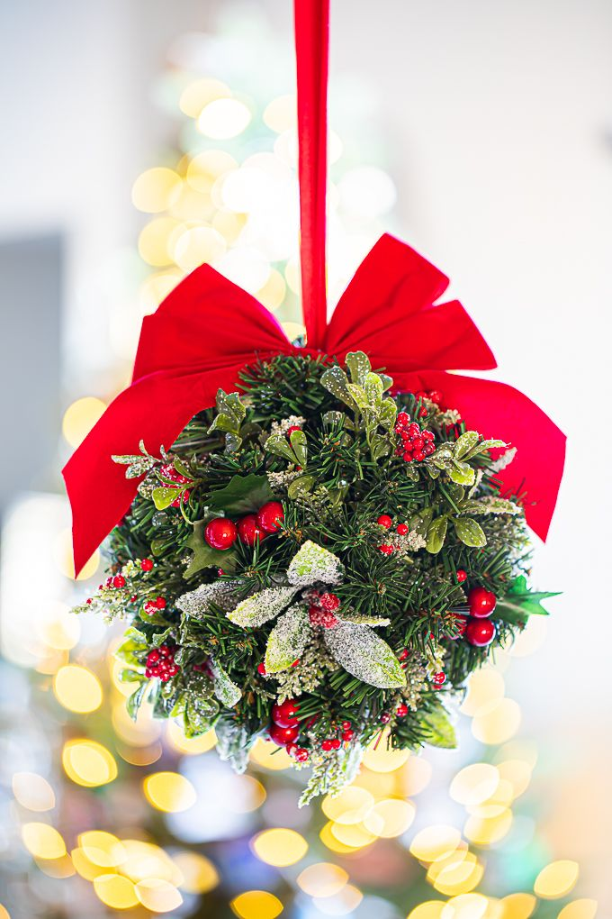 Christmas Kissing Ball (With images)   Classic christmas ...
