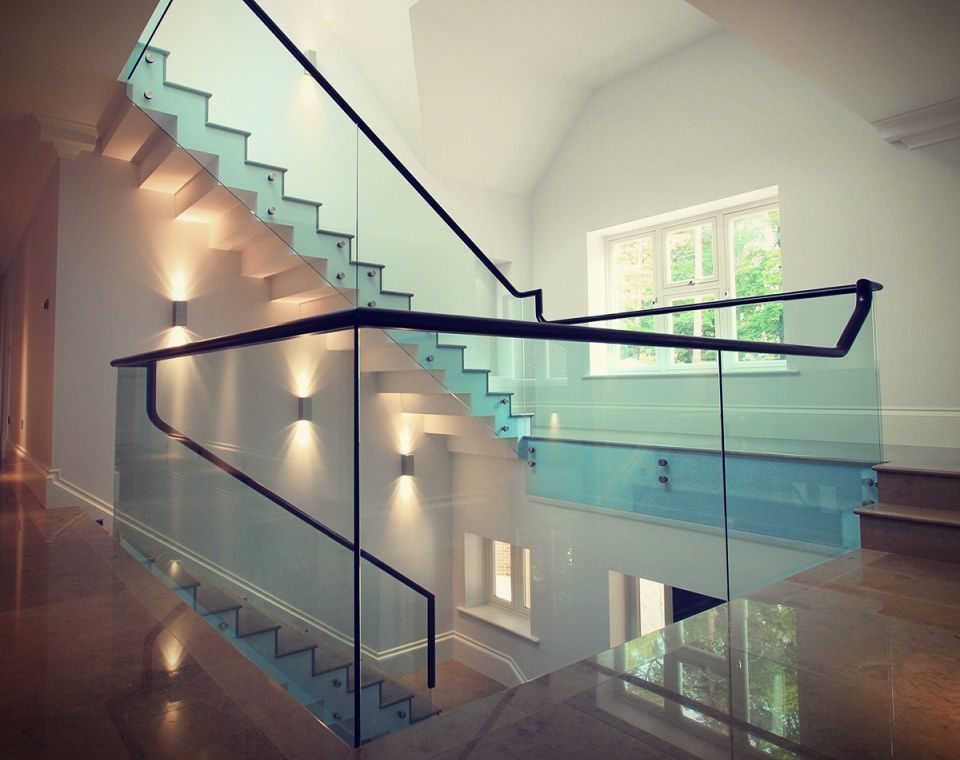 Best Steel Rail Above Glass Balustrade And Overhang On Steps 400 x 300