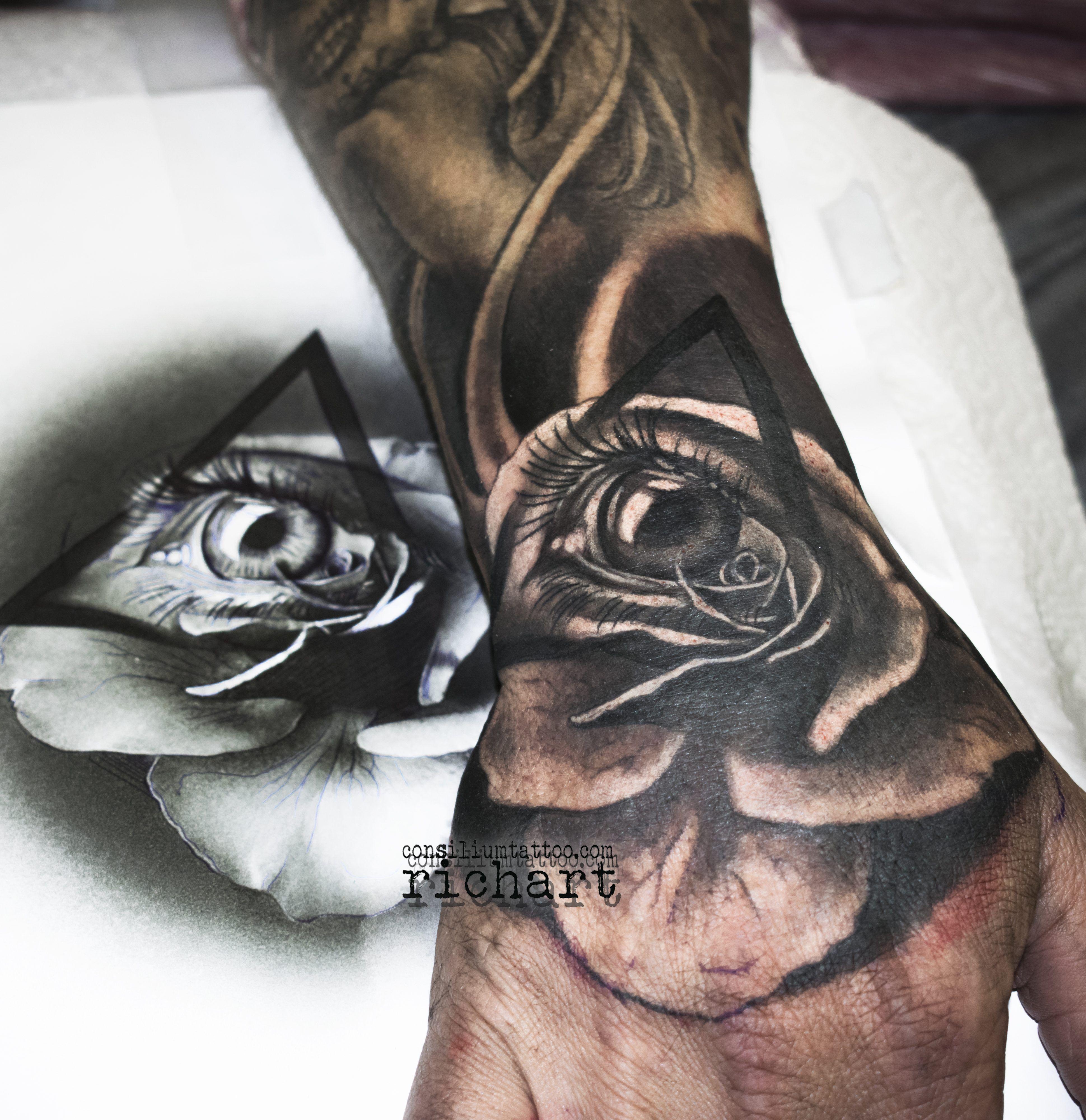 Tatuajes En La Mano A Color