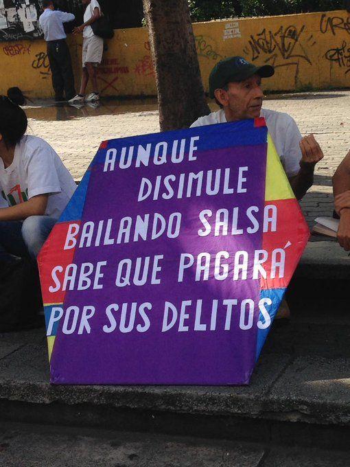 Este es el mensaje del señor Papagayo a Maduro por su programa de salsa - http://www.notiexpresscolor.com/2016/11/10/este-es-el-mensaje-del-senor-papagayo-a-maduro-por-su-programa-de-salsa/