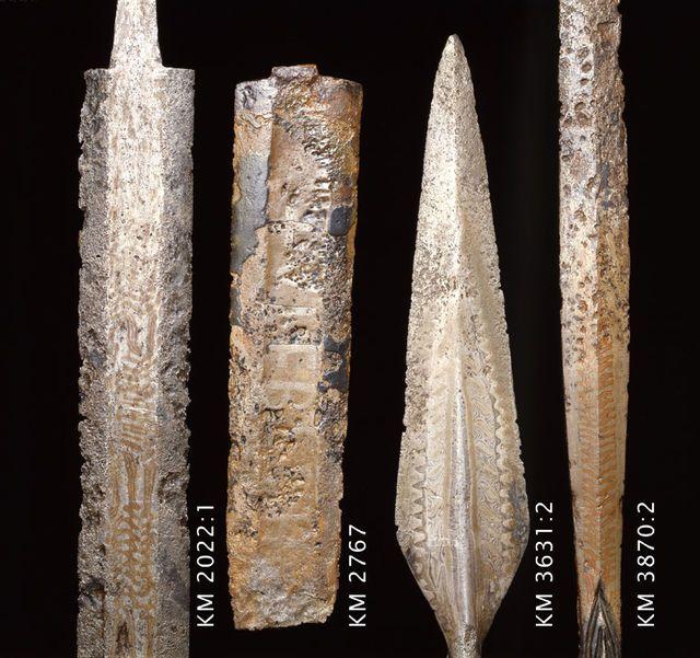 Keihäänkärki, murretulla putkella, Petersenin E-tyyppiä. Muotoa kuin kuv. 1295 J. R. Aspelin Muinaisjäännöksiä. Esine on ollut Suomen kansallismuseon esi...