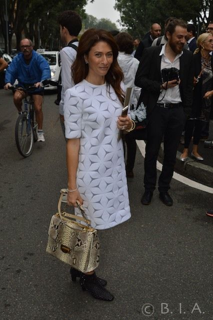 White Dress - snake two handle bag - Milan - SpringSummer 15