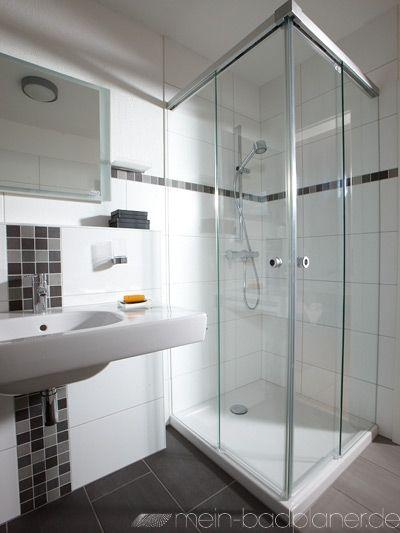 Duschkabine aus Glas + großer Waschtisch. Badezimmer