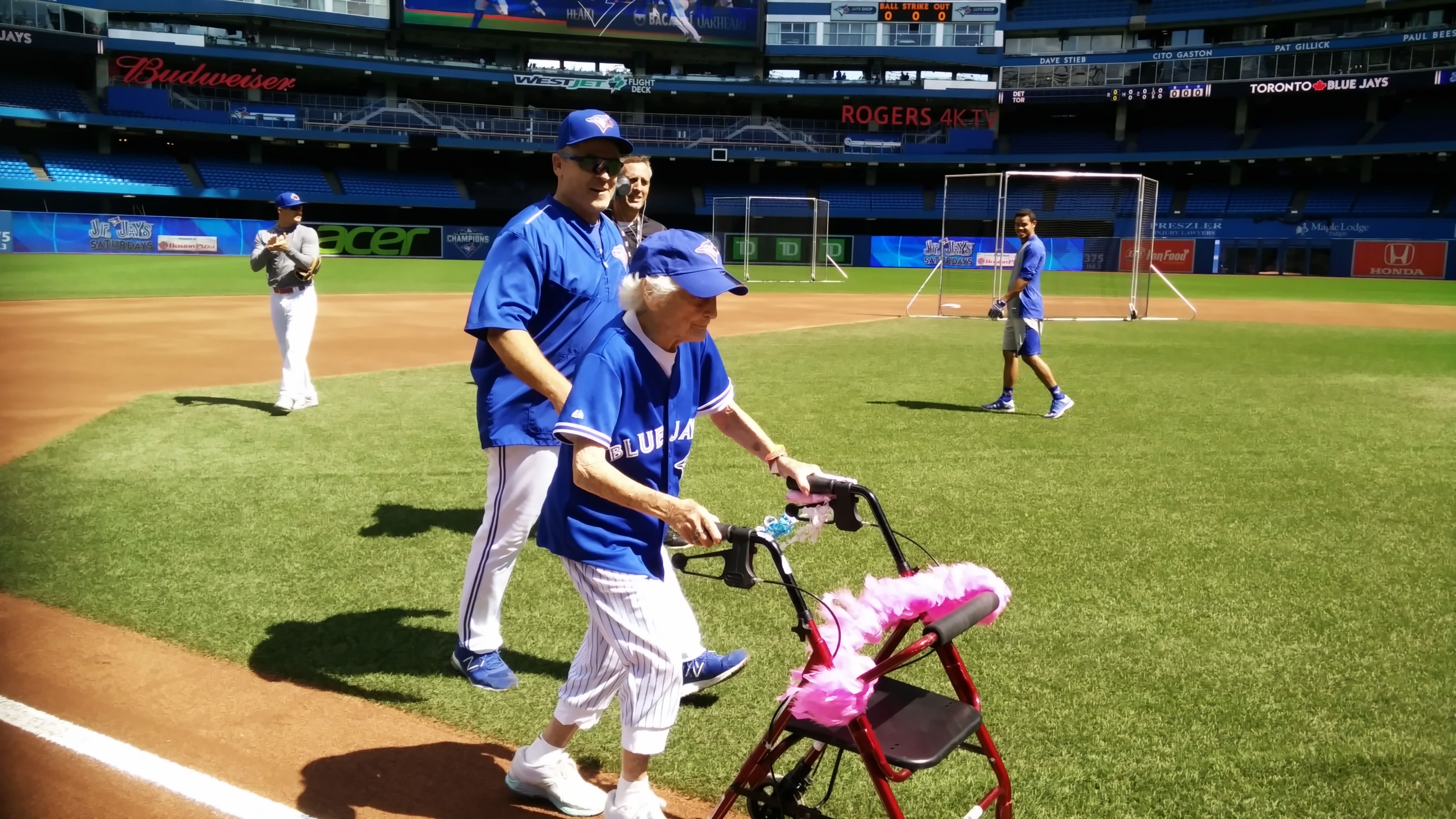 Watch Kitty Cohen A 103 Year Old Blue Jays Fan Run The Bases At Rogers Centre In Style Blue Jays Rogers Centre Toronto Blue Jays