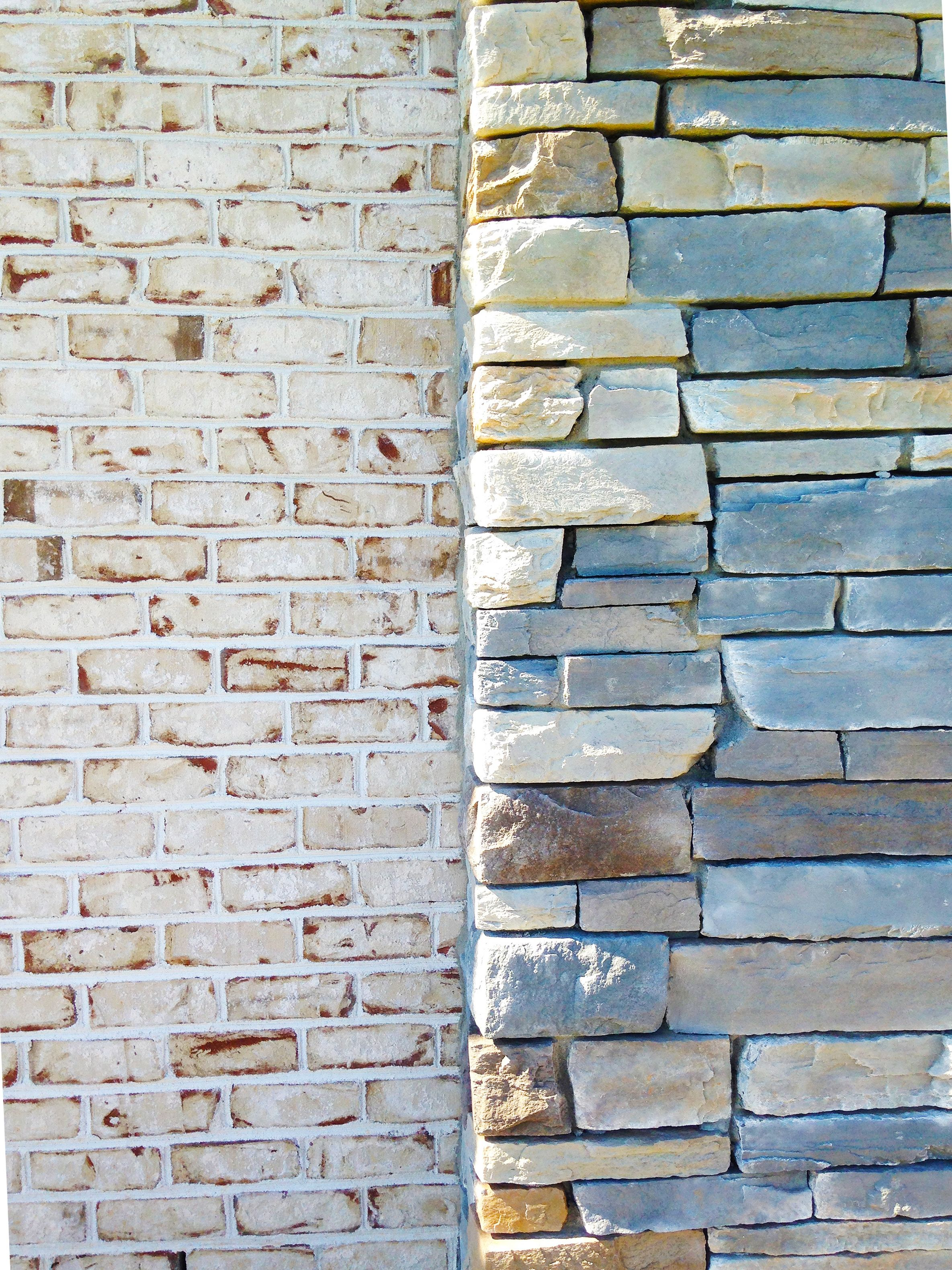 Pine Hall Brick S Chesapeake Pearl With White Mortar Matched With A Multi Hued Stone Brick Farmhouse White Brick Brick Exterior House