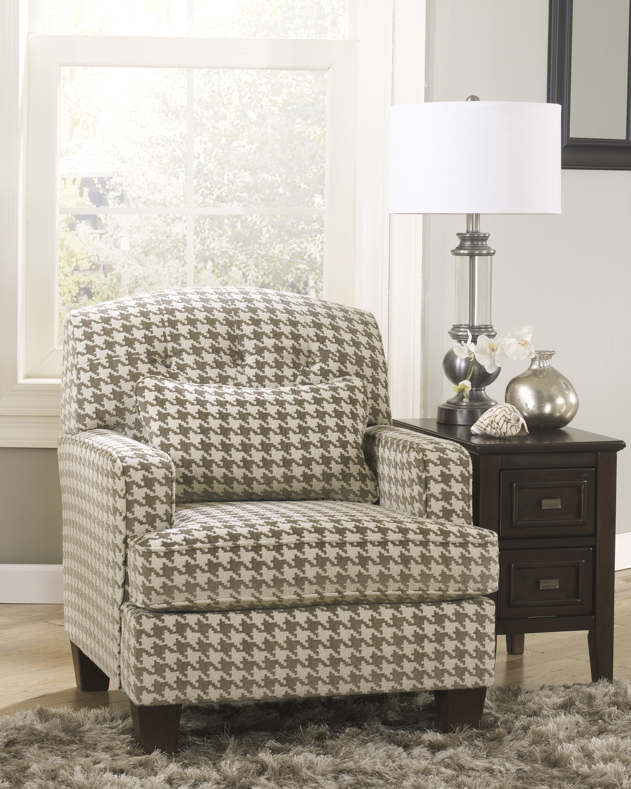 Houndstooth chair brown - Featuring A Cream Houndstooth Pattern This Chair Is So Cute Accentchair