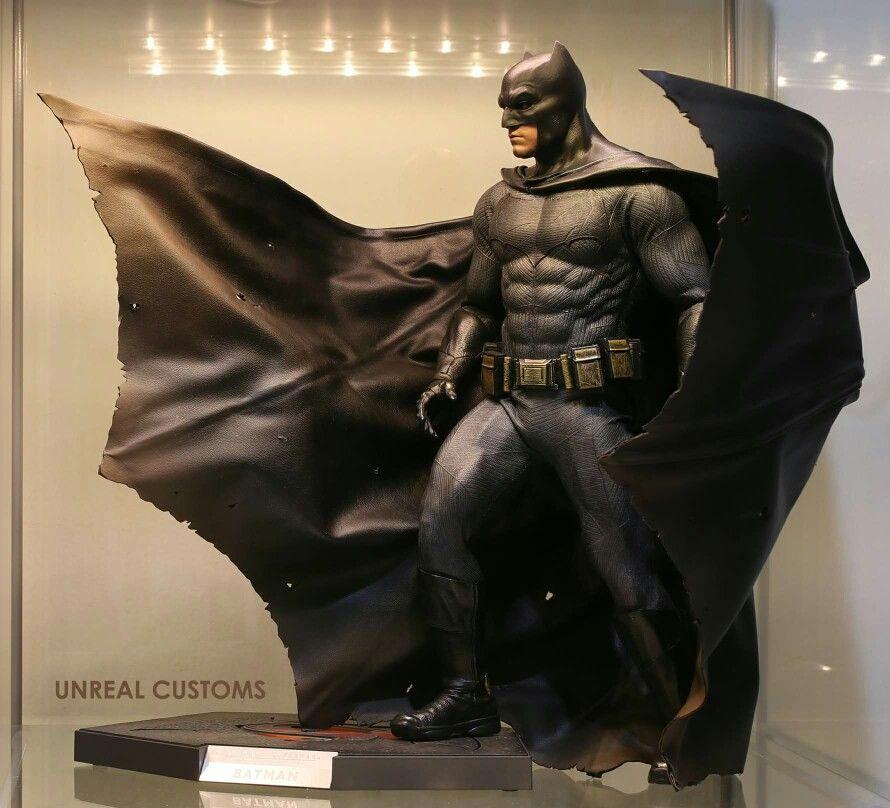 Ben Affleck Batman Statue With Images Batman Statue Batman