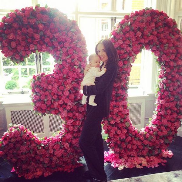 Tamara Ecclestone's daughter Sophia plays starring role in her 30th birthday - Photo 1