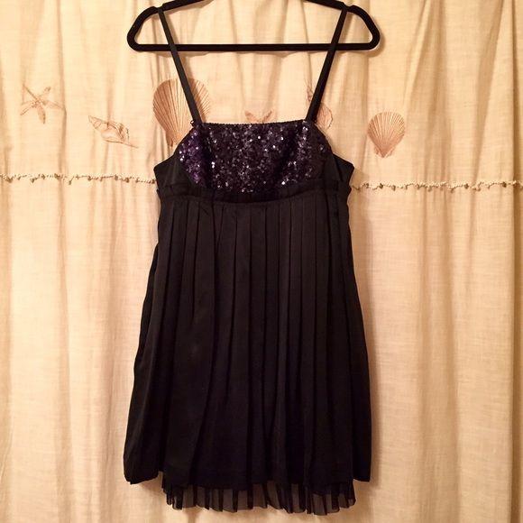 76449fe6e80163 Alice + Olivia silk and sequin mini dress! Alice + Olivia black pleated  silk