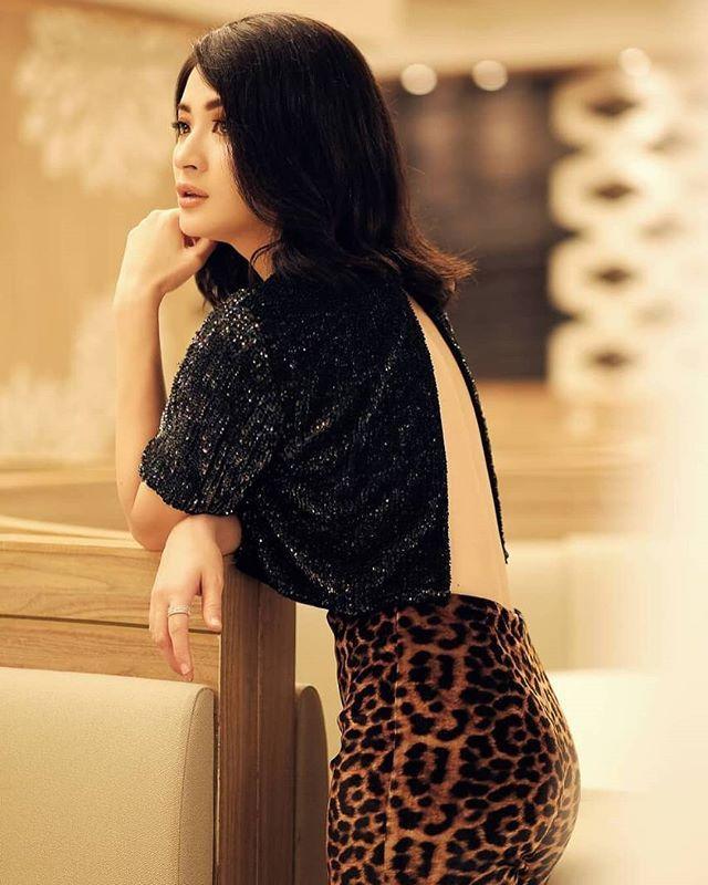 Wutt Hmone Shwe Yi   Formal dresses long, Fashion, Women