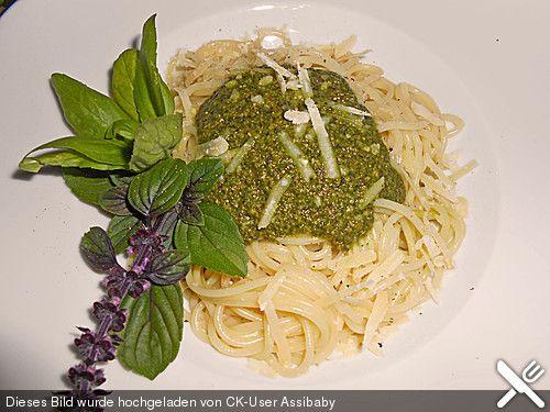 Basilikum-Pesto (Rezept mit Bild) von inwong | Chefkoch.de