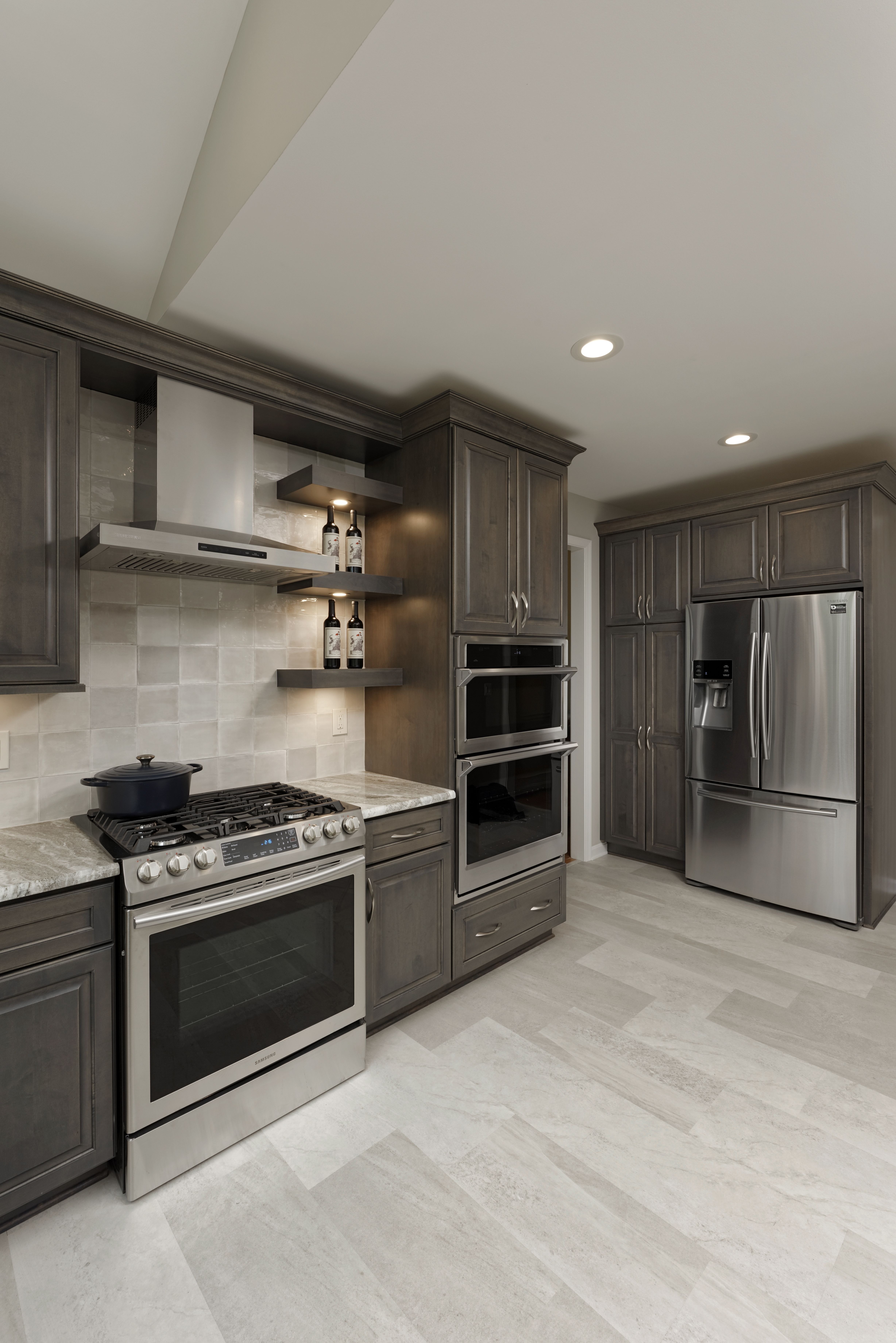 Loving Today S Kitchen Designs Traditional Modern Grey Kitchen Designs Grey Kitchen Floor Kitchen Design