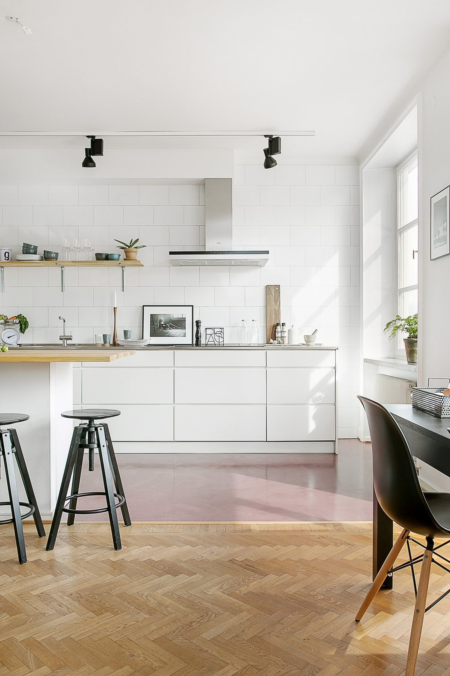 Details Design Ideas To Borrow From Modern Kitchens No Matter What S Your Style Kitchen Flooring Kitchen Interior Interior Design Kitchen