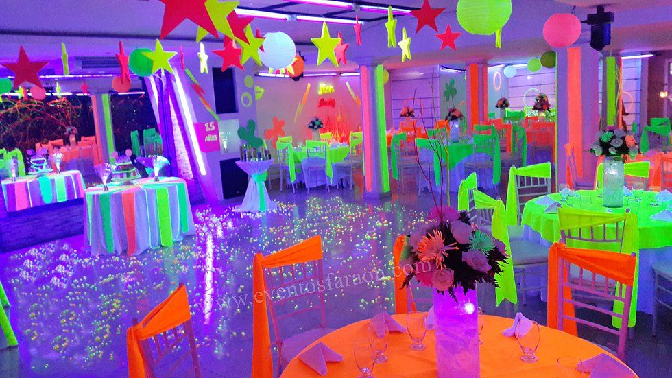 Decoracion fiesta de 15 a os en neon buscar con google for Ideas para decorar fiestas de 15