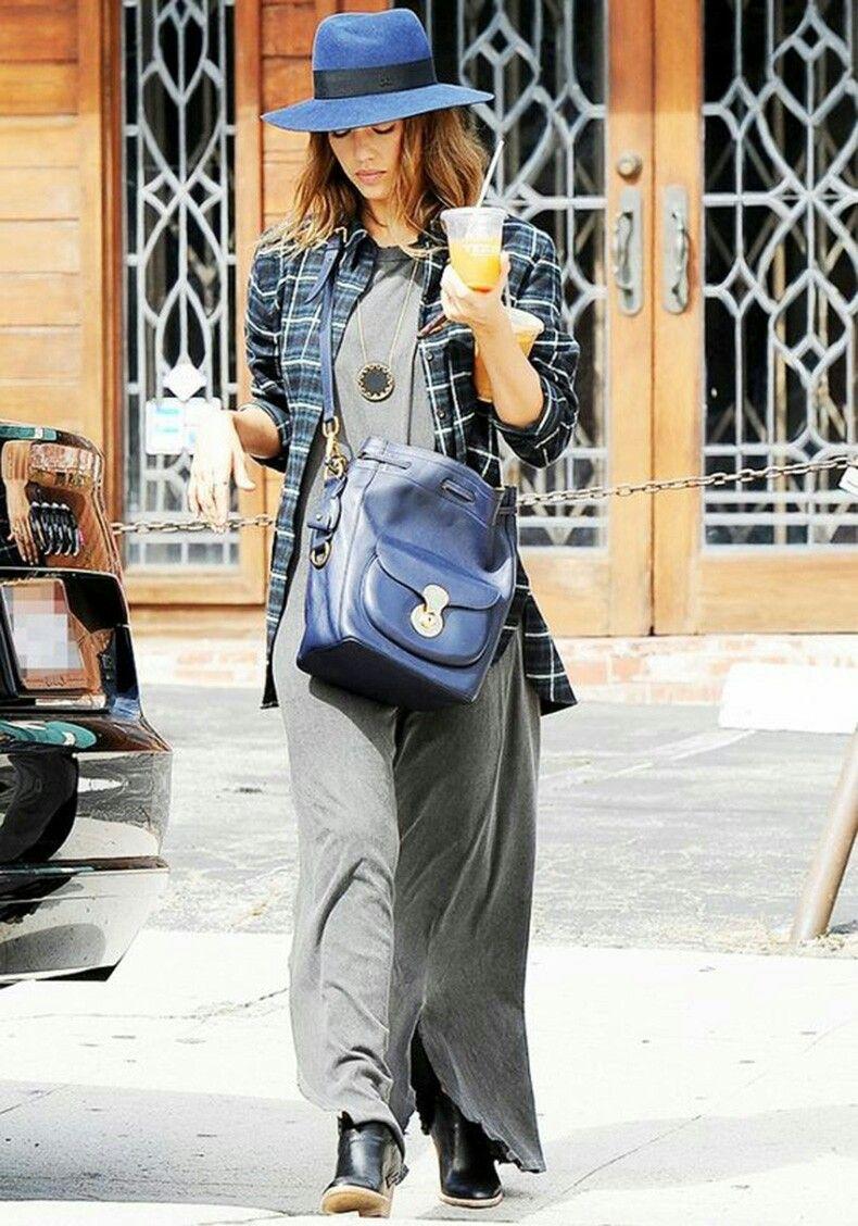 Vestido gris largo + blusa cuadrille + botines negros