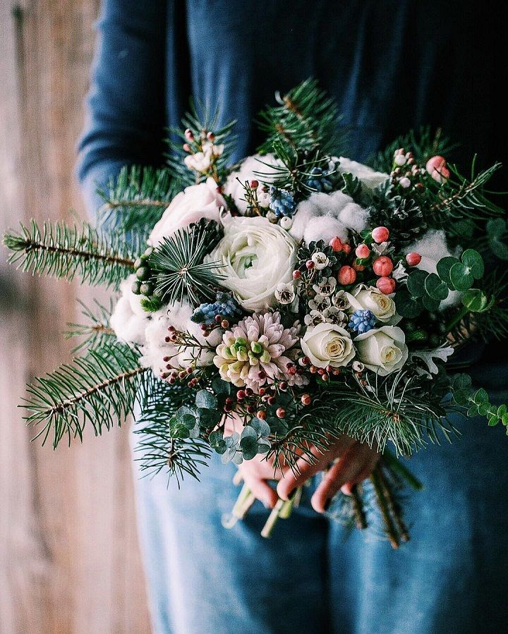 Holiday inspired Wedding bouquet ideas for winter | itakeyou.co.uk #winter #bouquet