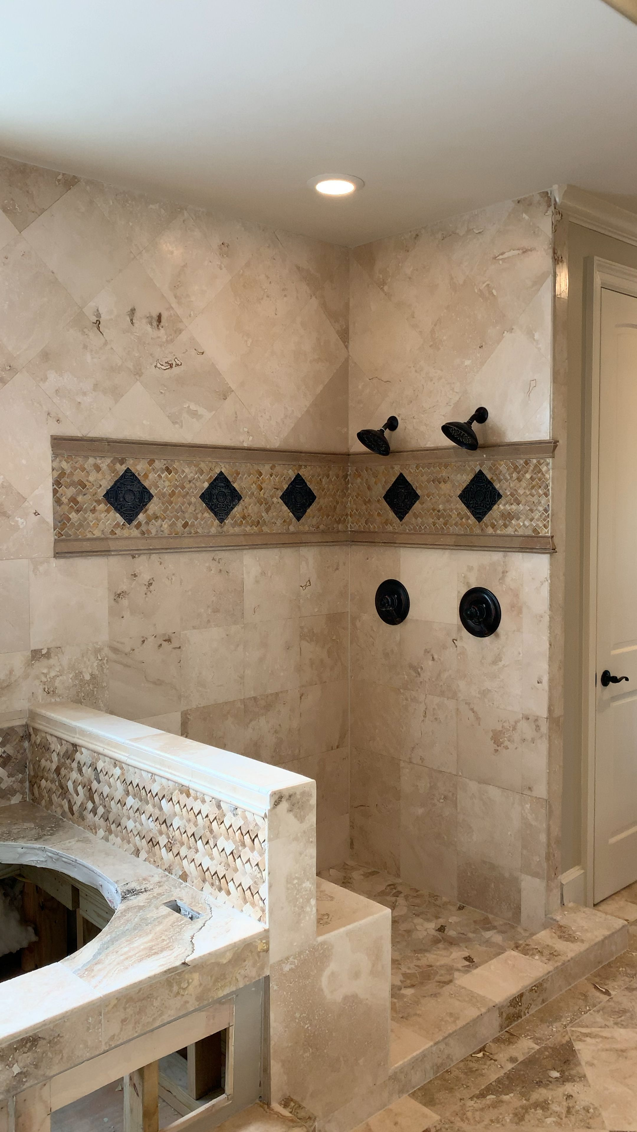 Mastershowerdesignideas Customtilebathroom Travertine Bathroom