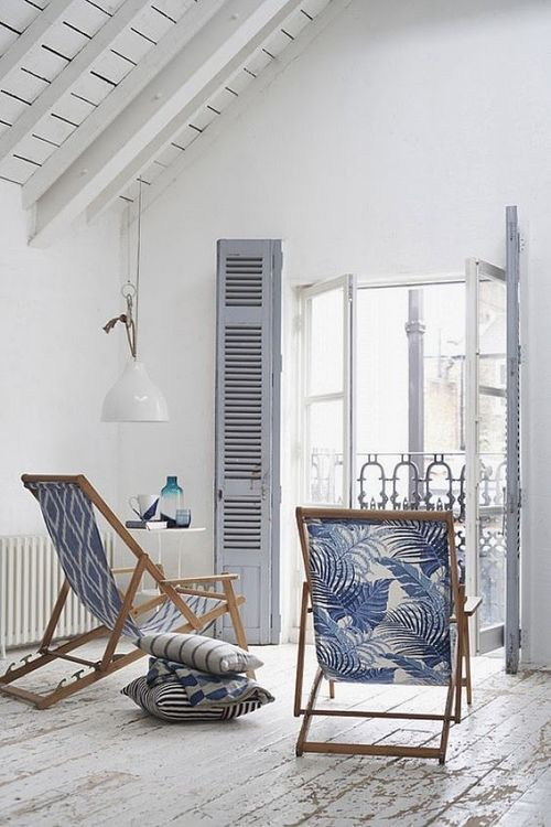 Decoração tropical em tons de azul e branco