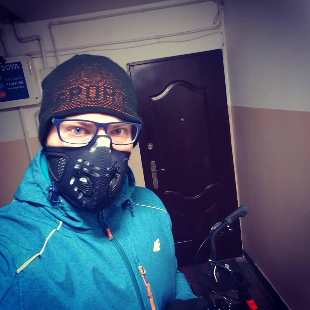 Ja kontra gruz w powietrzu #respro #smog #dirty #air #pollution #winter #rider #cyclist #cyclistlife #bike #biker #health #first #eudezet…