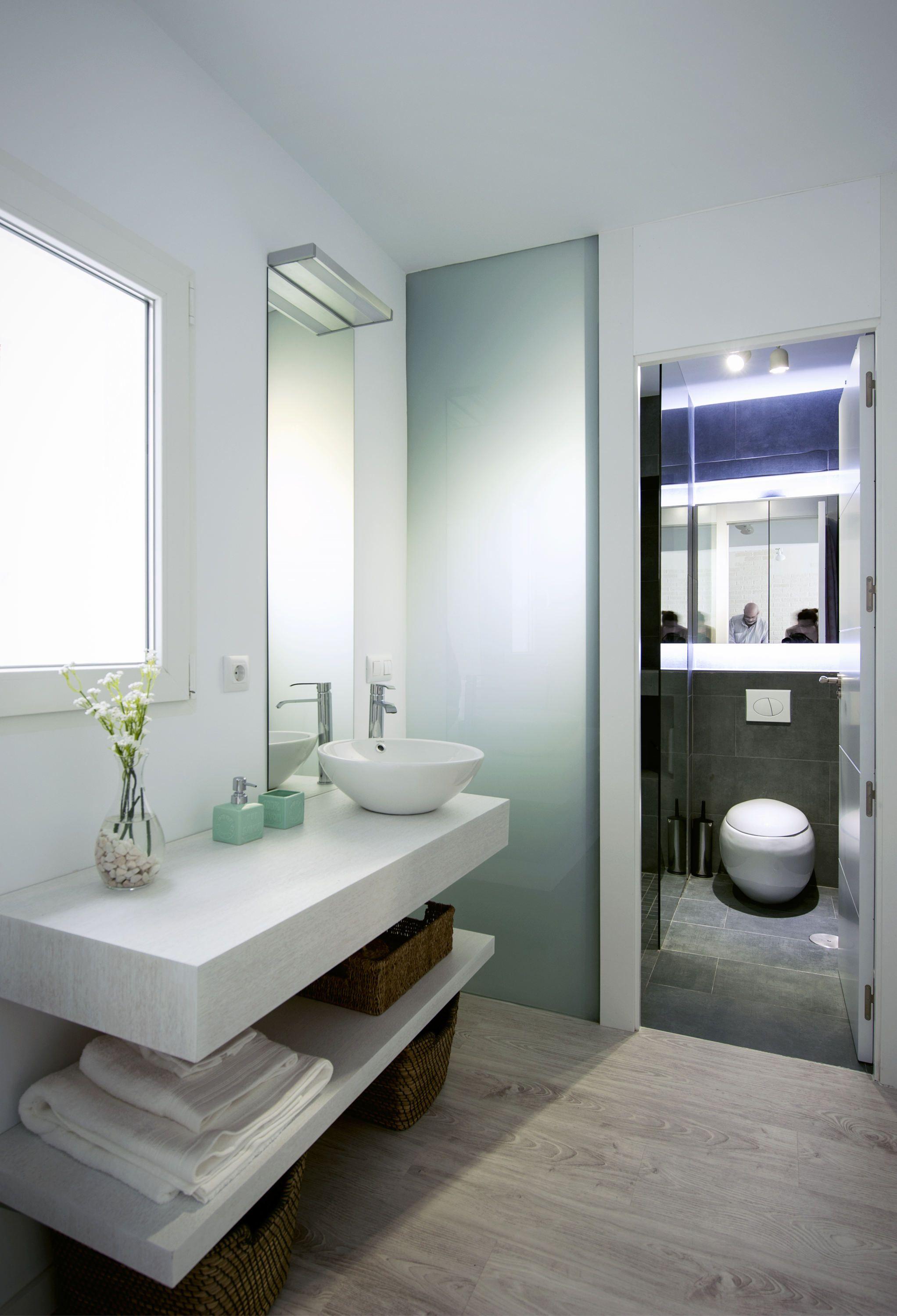 ba o pasillo moderno decoracion via planreforma accesorios sanitarios antes y despues. Black Bedroom Furniture Sets. Home Design Ideas