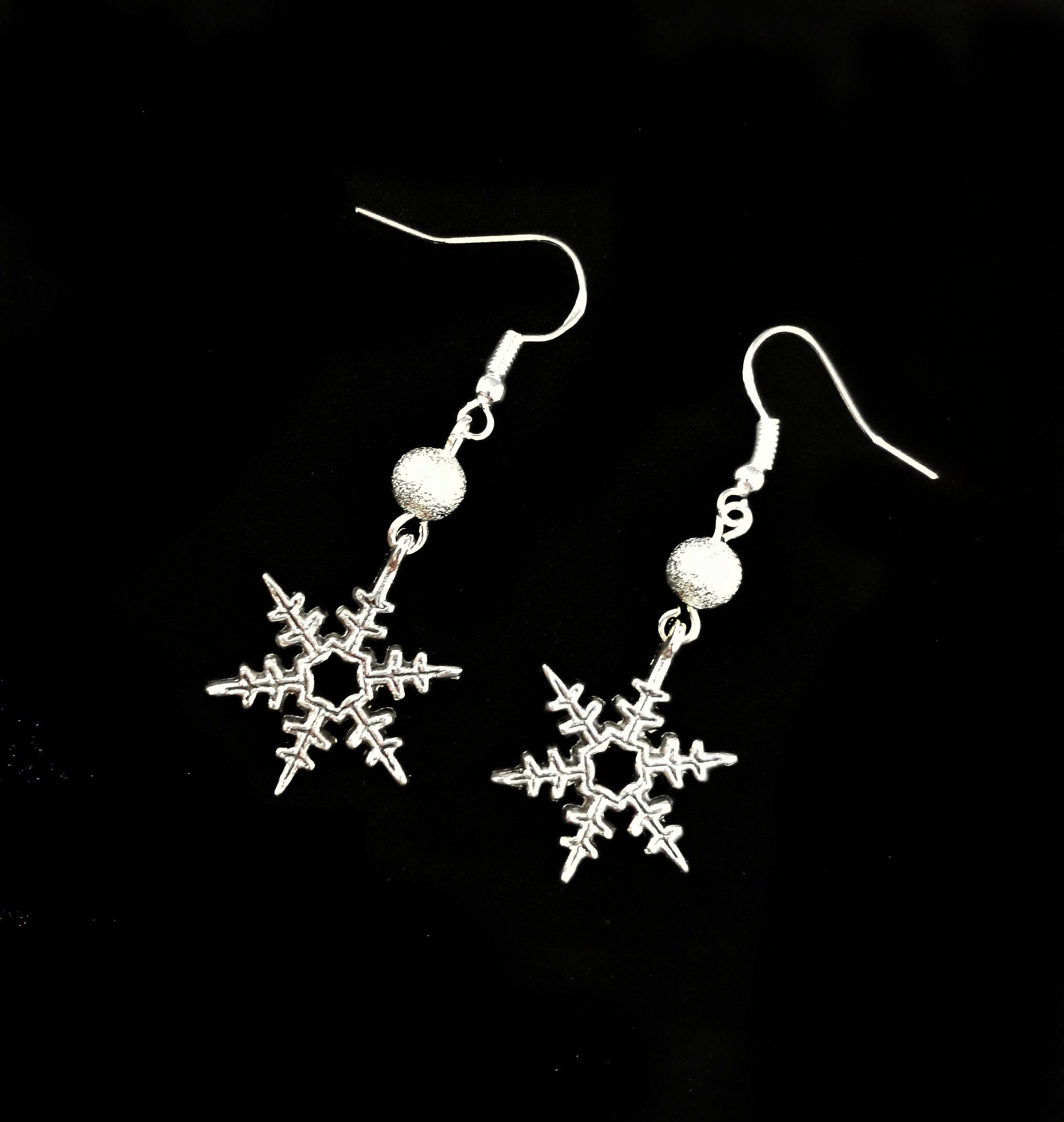 Novelty Christmas Large Silver Acrylic Snow Flake Charm Necklace stocking filler