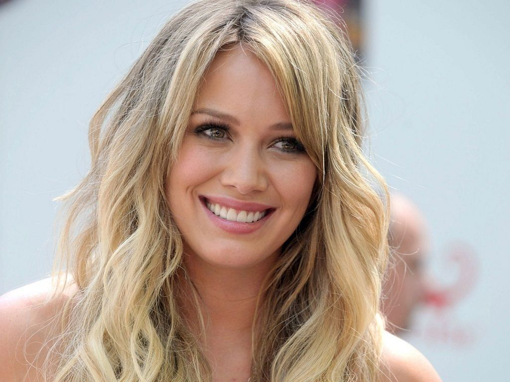 Hillary duff says that being divorced sucks is she unhappy