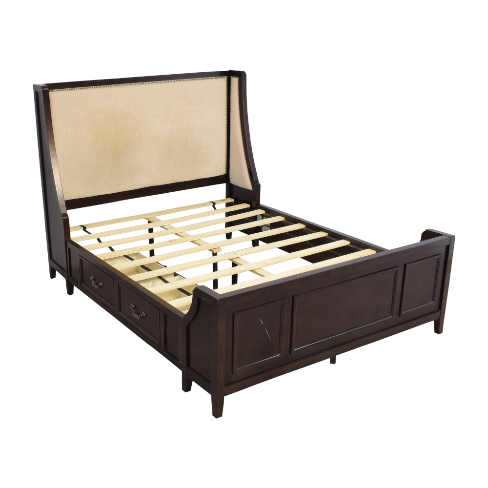 86 OFF Raymour & Flanigan Raymour & Flanigan Queen Bed