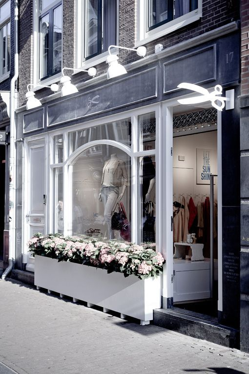 ideas para la decoracin de una tienda de ropa de damas - Storefront Design Ideas