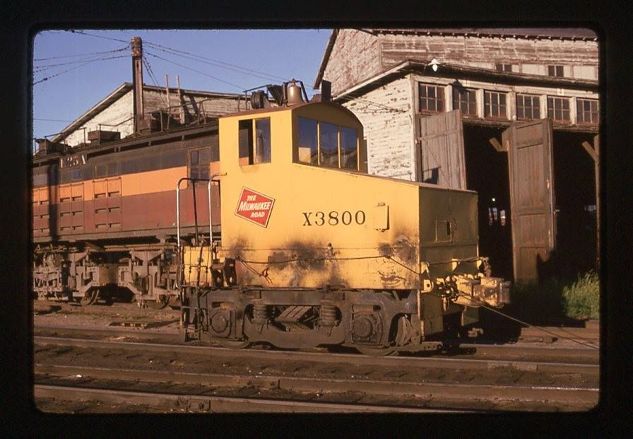Shop Electric Switcher X3800 Milwaukee road, Road