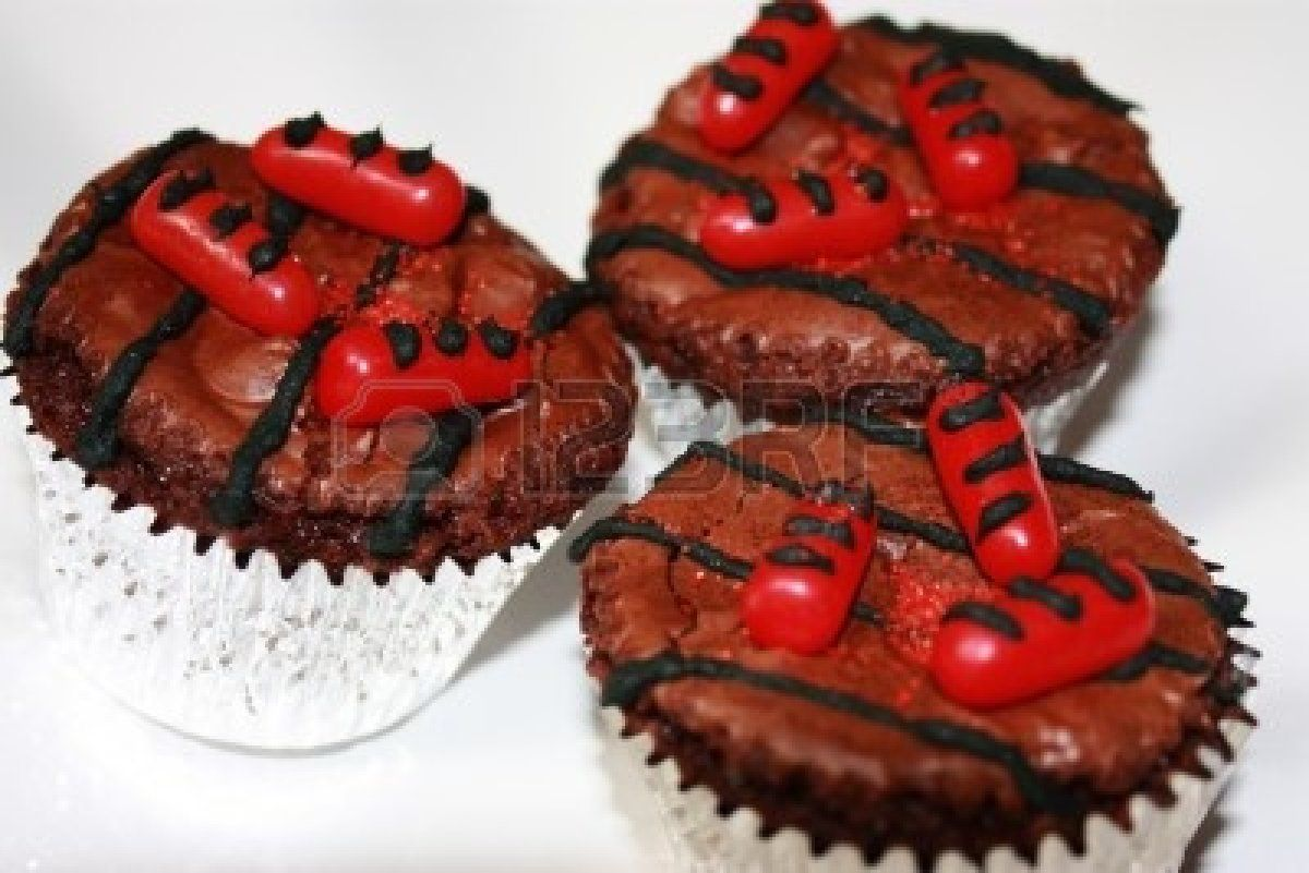 Brownie Cupcakes Decorated To Look Like Hot Dogs On A Hot Grill ...