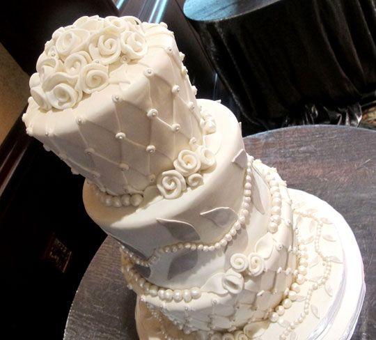 A Twist On Tradition Zingerman S Bakehouse Wedding Cakes Ann Arbor Mi