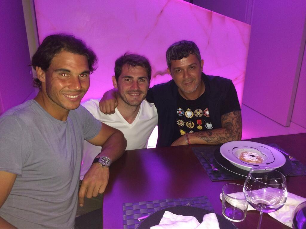 Cenando con dos grandes ... @Alejandro Sanz Zambrano y @CasillasWorld ... Gran idea Alejandro, muchas gracias. pic.twitter.com/4FaimOxvxK
