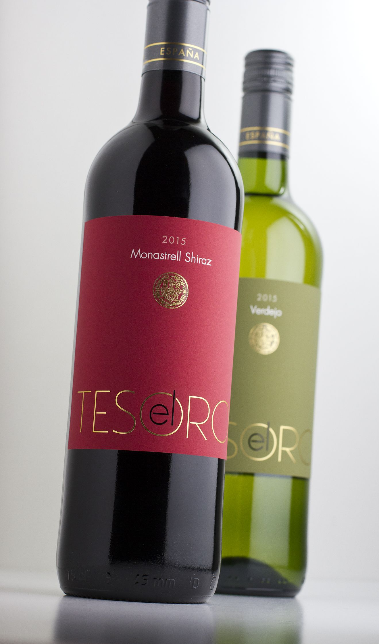 El Tesoro Bold Modern Re Design For This Spanish Pair Wine Label Design Wine Label Collection Wine Label