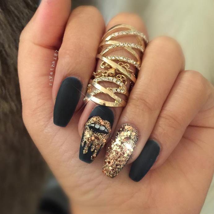 Glamorous Black And Gold Nail Designs Be Modish Gold Nail Designs Black Gold Nails Glitter Gel Nails