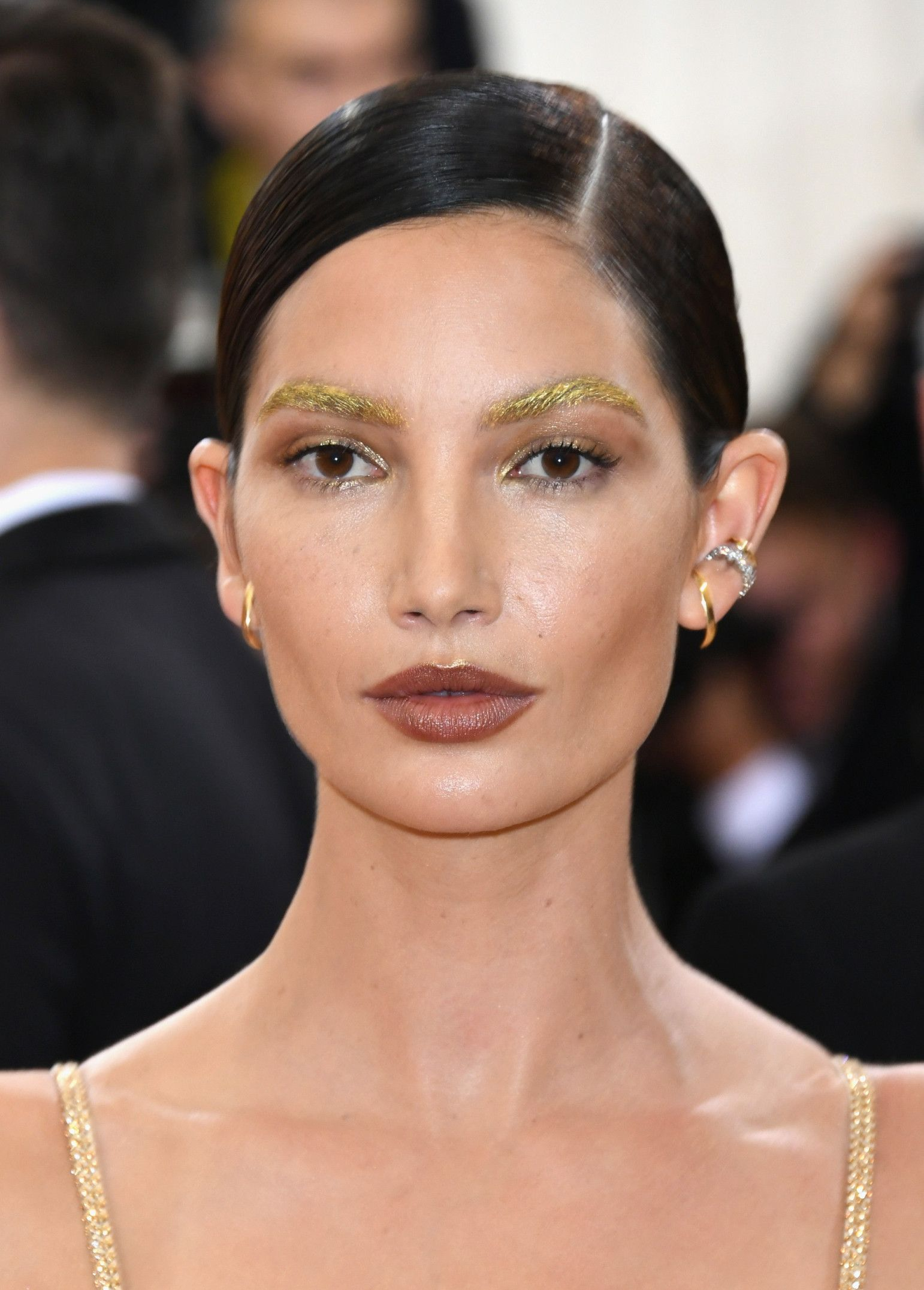 Lily Aldridge's gold brows and pale brown lips are so breathtaking