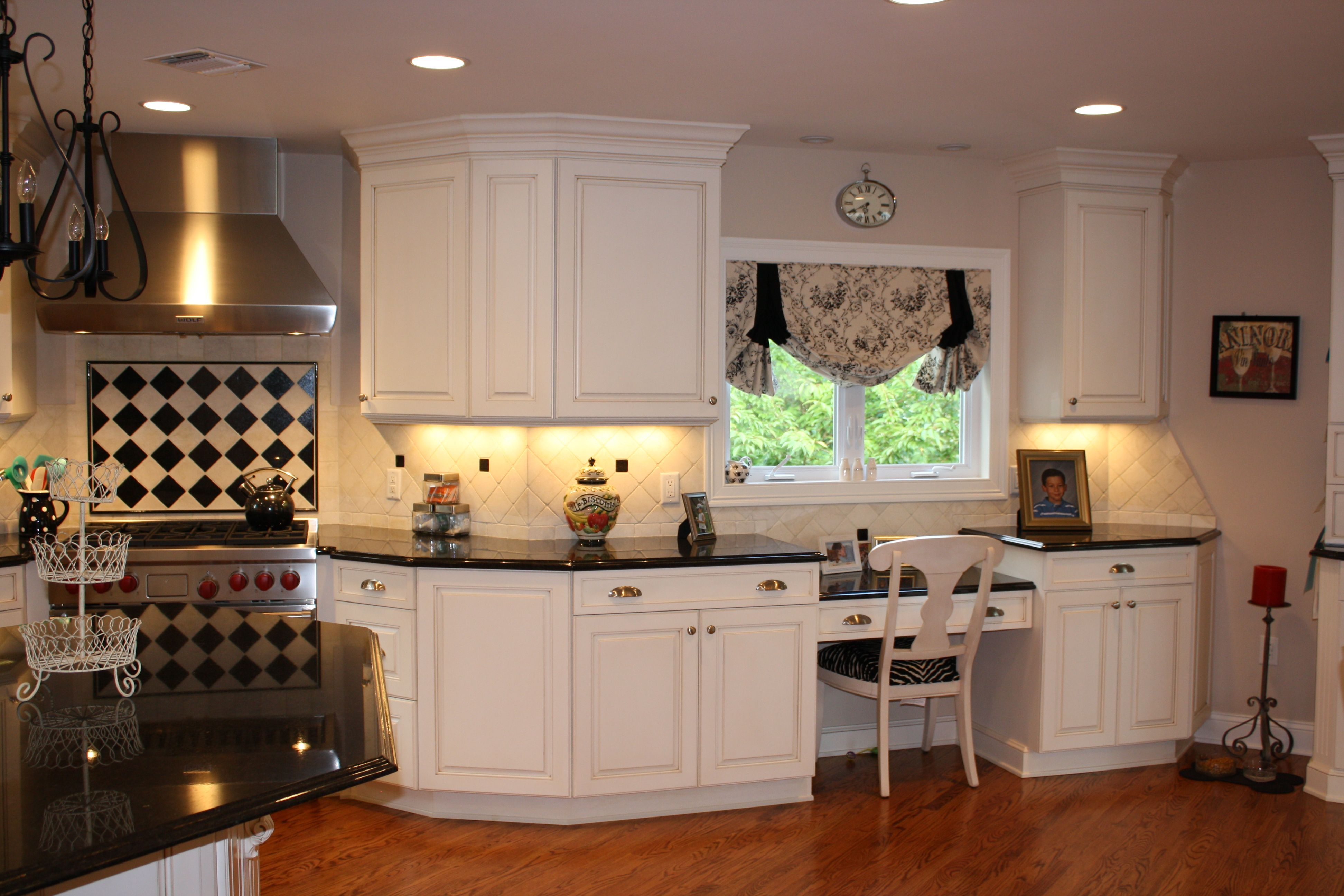 Traditional Kitchen White Painted Maple Cabinets Builtin Desk Delectable Kitchen Design Granite Inspiration Design