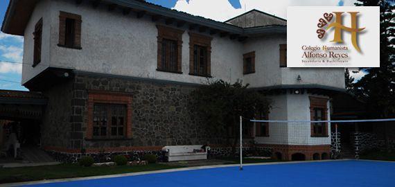 Colegio Humanista. Cancha de Voleibol y edificio B.